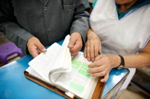 ecuador-quito-studying-scriptures-words-books-1406383-gallery